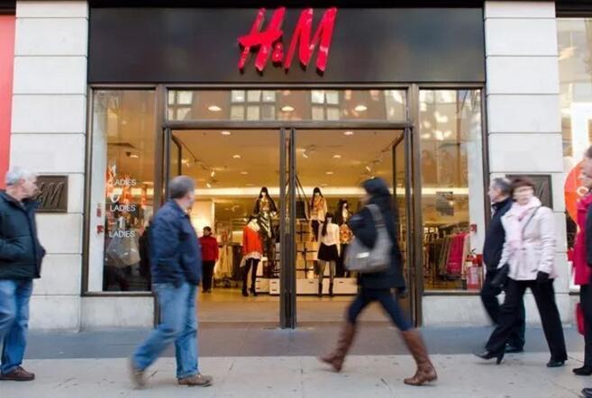 "H&M""猴帽衫""童装卫衣被指种族歧视"