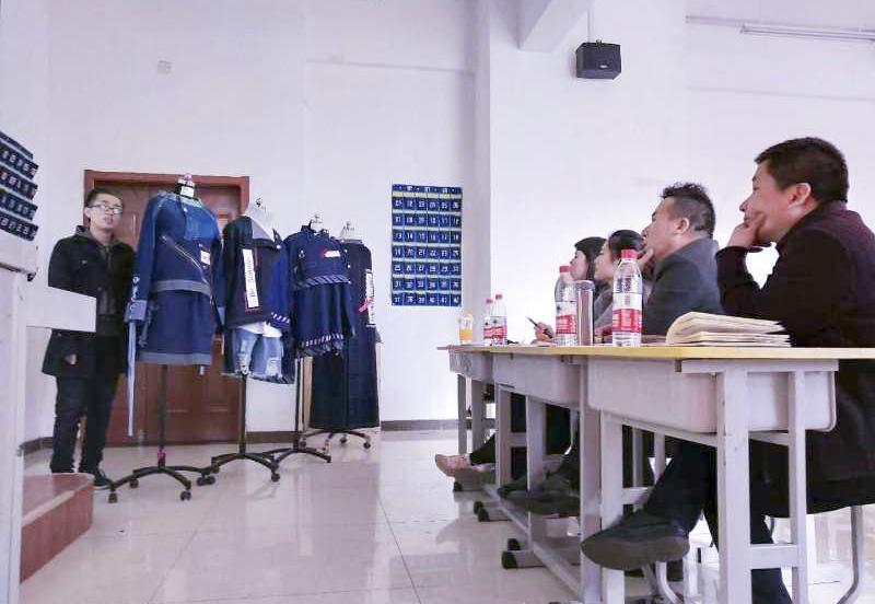 太原师范学院服装专业开展毕业设计中期检查与答辩活动