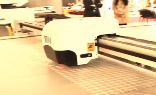 无需人工干预——和鹰科技自动扫描裁剪系统