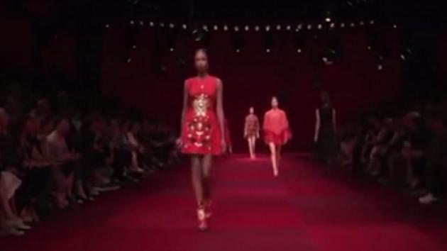 夏季大牌,时尚穿搭,酒红色最迷人
