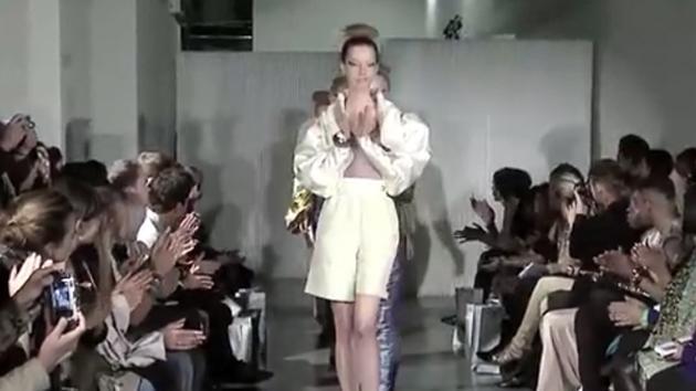 大尺度创意时尚服装秀,结尾有惊喜