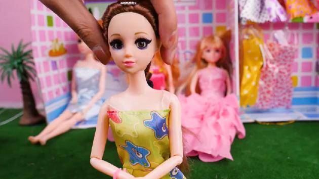 芭比公主服装大赛,玩具的时尚你懂不懂?