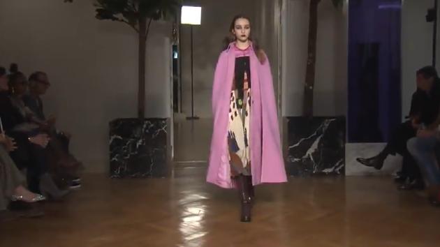 厚重色彩欲罢不能,看Valentino欧美时尚T台秀