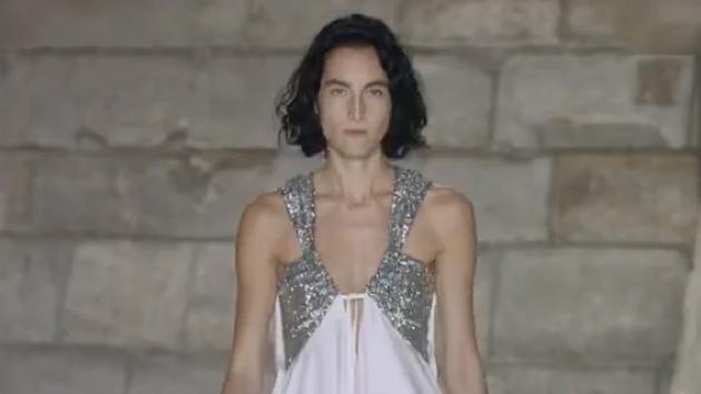 华丽的燕尾服、精致的宫廷式衬衣, 恍若置身在旧世欧洲贵族