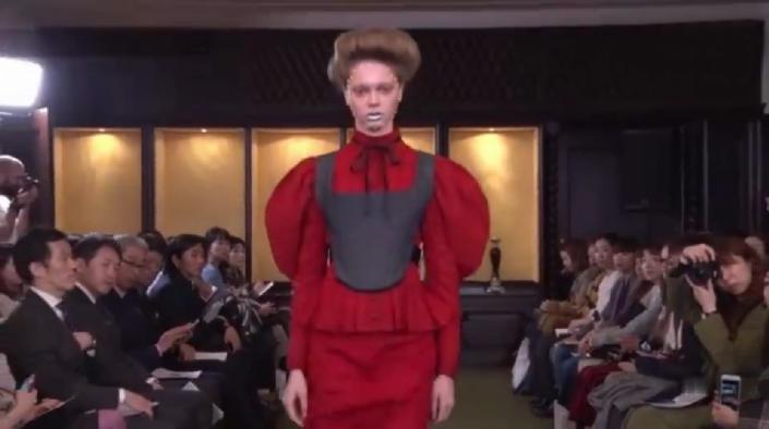另类时尚!网友直呼:对不起衣服了,欣赏不了!