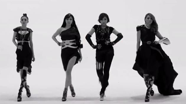 2NE1的克罗心代言,满满复古风飘然激荡