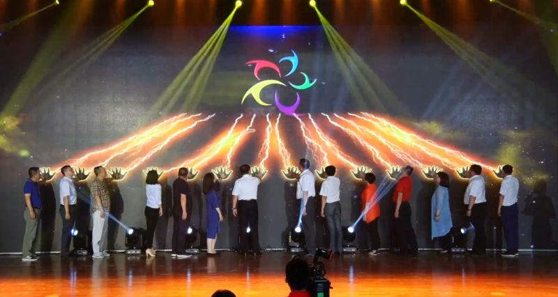 2018首届中国·肃宁针纺服装文化节服装品牌展示会暨颁奖晚会在文化艺术中心精彩上演