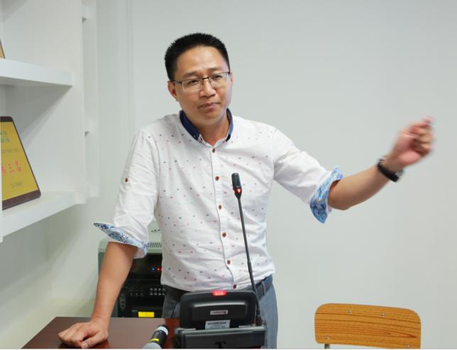 第二届上塘小镇金银珠宝设计赛 在深圳技师学院举行会议
