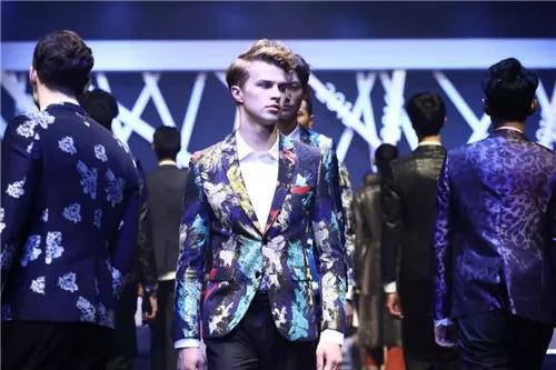 2018中国国际时装创意设计大赛巅峰对决,杨岳、吴文基斩获金奖!