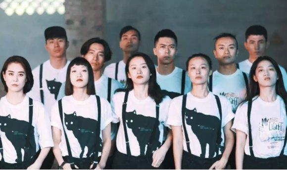 男装品牌联合年轻剧团做跨界  合作越来越频繁