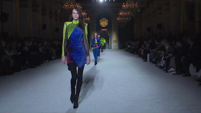 秋季露腿还是露胸?巴尔曼巴黎时装周上告诉你
