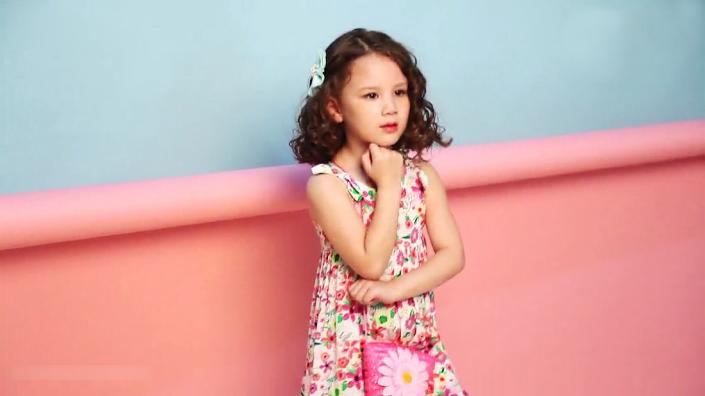 小孩子的时尚就是纯净透彻、活泼灵动