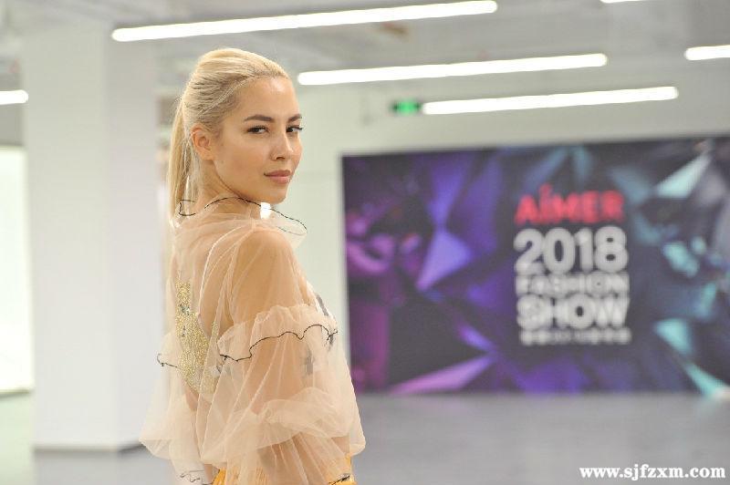 爱慕2018发布会超模试装 华美秀服揭开神秘面纱!