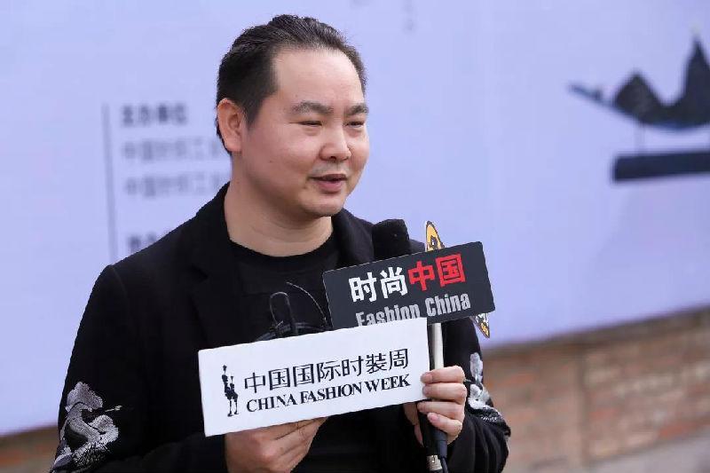 中国十佳时装设计师黄刚被聘为中国针织工业协会针织时装设计顾问