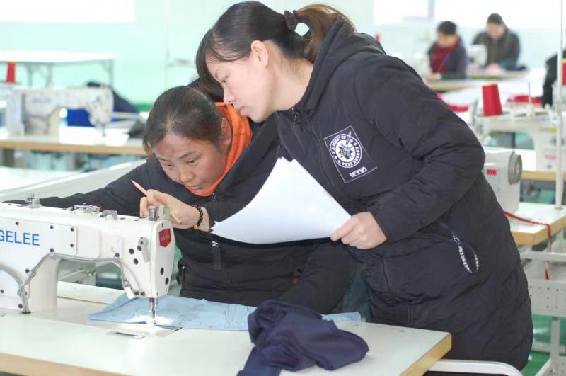 三星制衣不断创新:加强员工技能培训  提升公司技?#36134;?#24179;