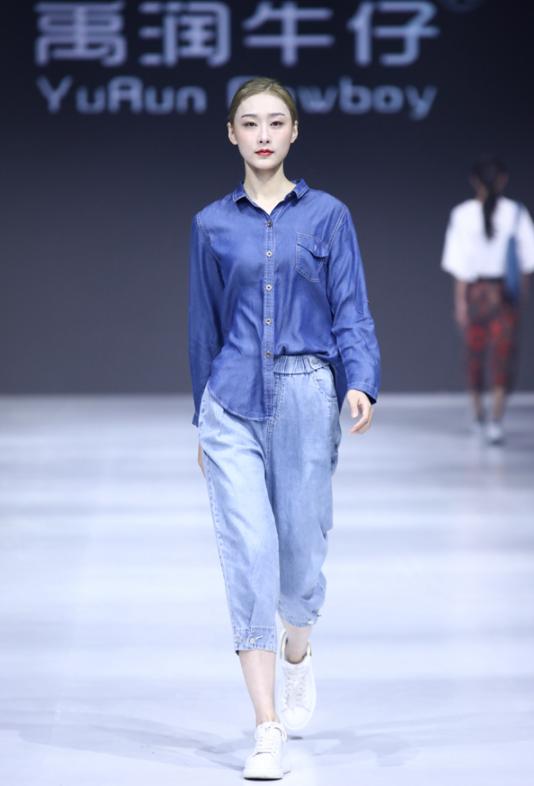 华东轻纺中心品牌面料联合发布秀属于面料的优雅