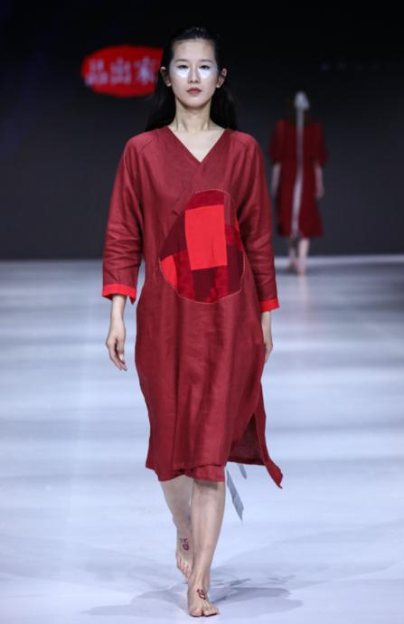 2019江南国际时装周:黄家出品无色皆有色的温暖