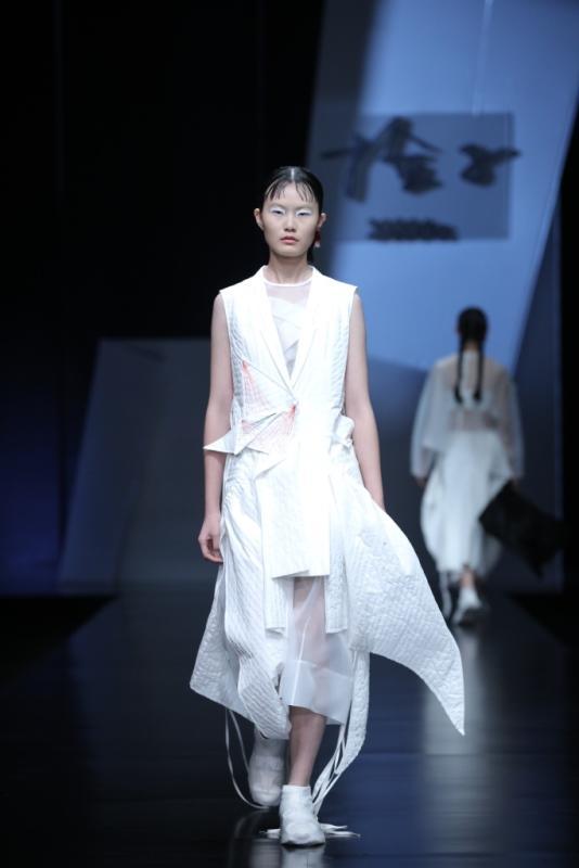 """""""折纸(折的不是纸)""""——坚持简约且平民化的时尚"""