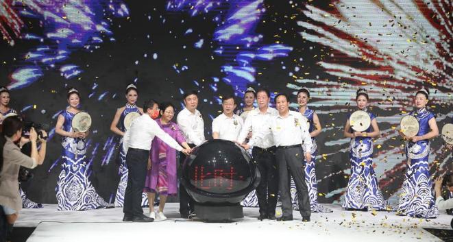 時裝盛宴綻放獅城 第四屆河北時裝周在滄東經濟開發區滄東生態公園啟幕